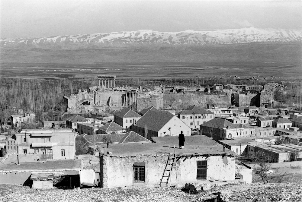 Black and white image of Baalbeck village, Lebanon, 1960 © Marilyn Stafford